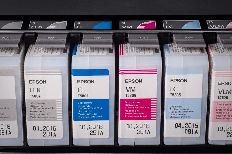 die teuerste Flüssigkeit der Welt: 9 Farbtanks mit je 80 ml = 720 ml Tinte im Epson StylusPro 3880