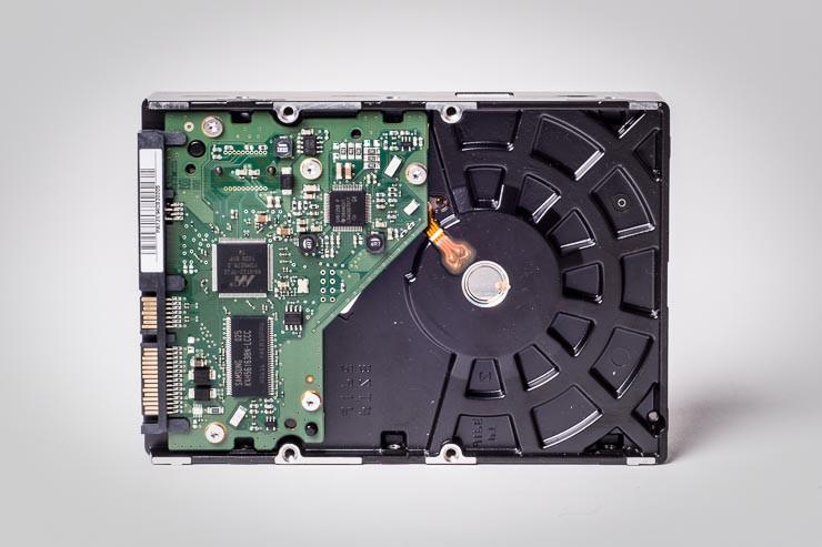 """eine herkömmliche 3,5"""" Festplatte...schneller und leiser ist eine SSD"""