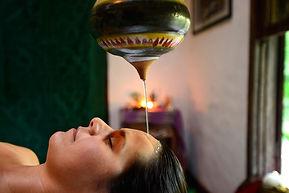 Ayurveda  Shirodara Massagens Yoga Ilhabela Liliane Brito