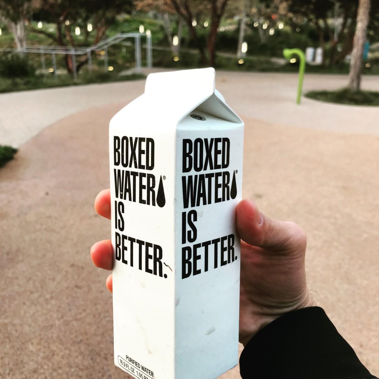 紙ボトルの水