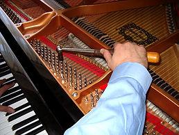 Piano_Tuner_Photo.175173904_std.jpg