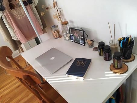 Que trouve-t-on sur le bureau d'une workaholic?