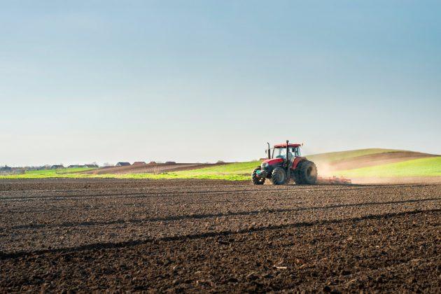 Dólar alto encarece insumos, mas relação de troca por grãos mantém vantagem para o produtor