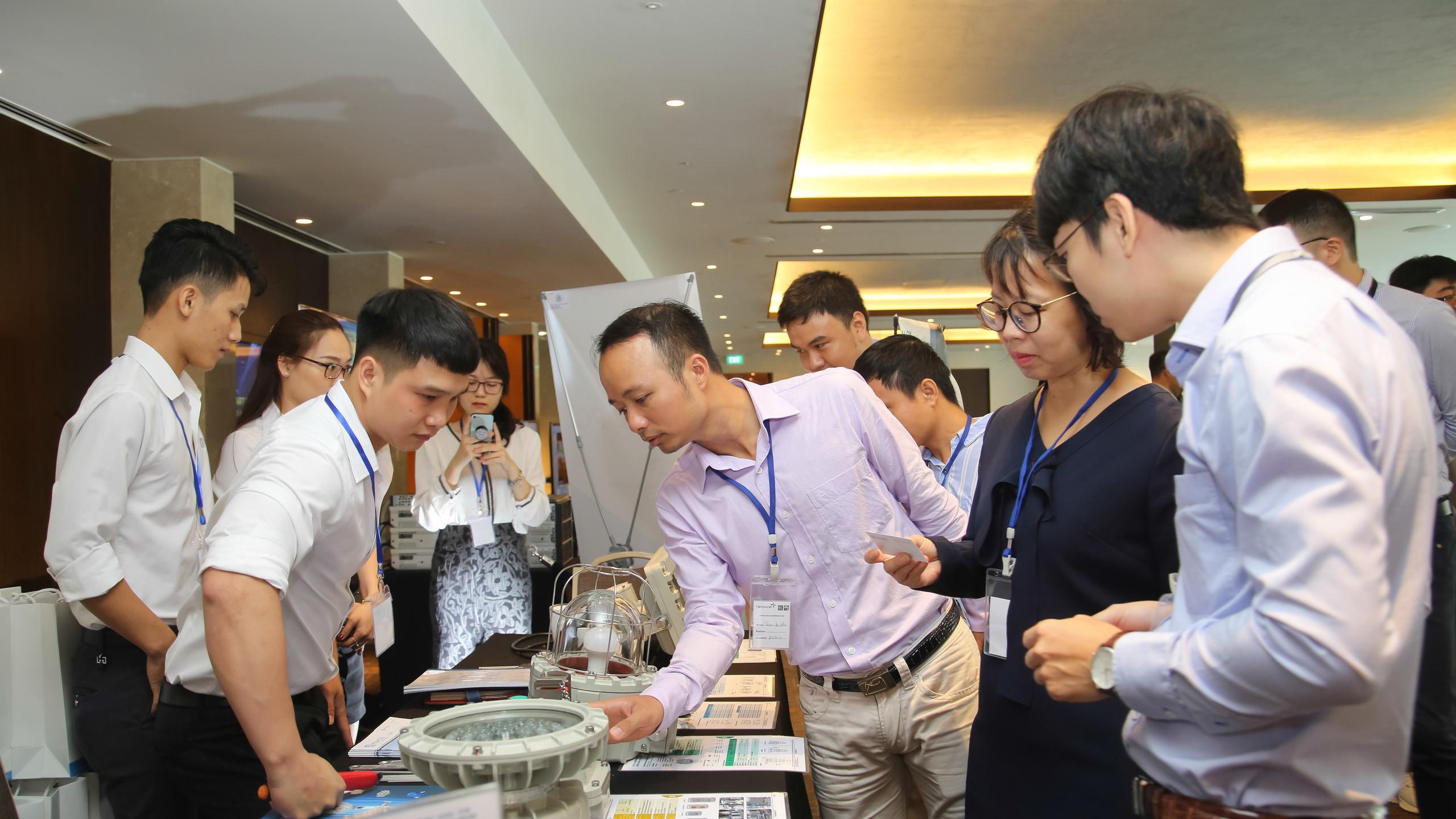 Đơn vị tài trợ công ty MAKGIL Việt Nam trưng bày thiết bị phòng nổ Ex. (Ảnh: Trainor)