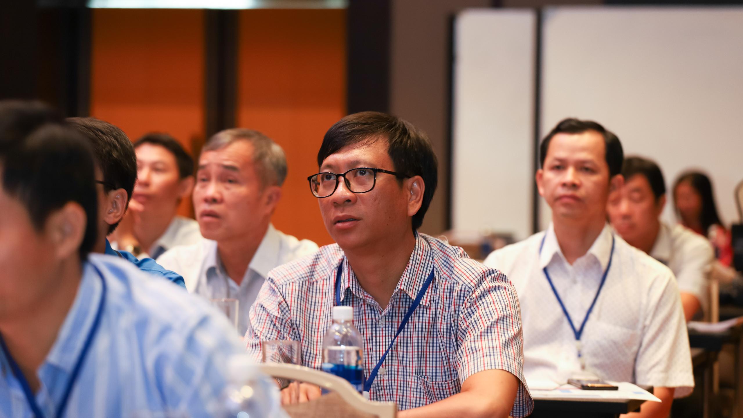 Các cán bộ, kỹ sư trong lĩnh vực dầu khí, hóa chất và các ngành liên quan đến thiết bị phòng nổ Ex tham dự hội thảo. (Ảnh: Trainor)
