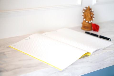 Om NOtebook Desk