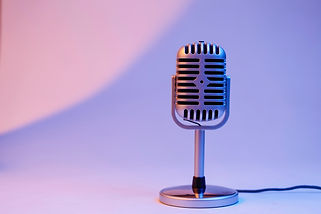 retro-microphone-isolated-on-color-backg