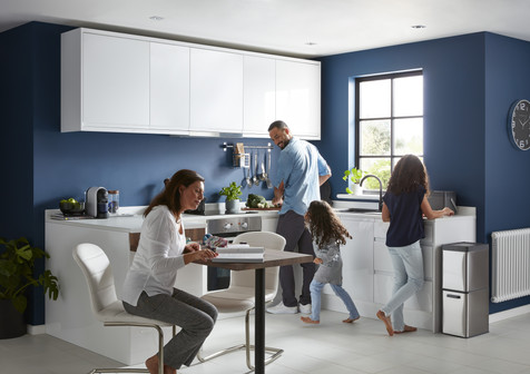 Inspire_Kitchen_GarciniaGlossWhiteIntegratedHandle-MainShot1_2018_LS_V2.jpg