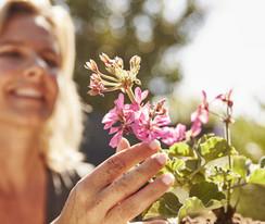 Inspire_Outdoor_PrivateGarden-GardeningMoment-LS_2019.jpg