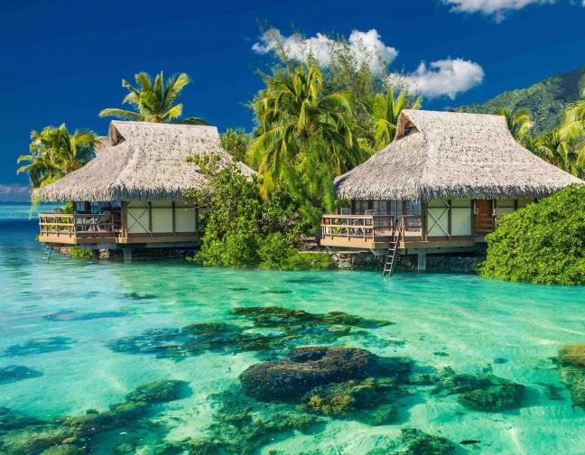 fiji_houses_on_the_water_in_the_ocean.jpg