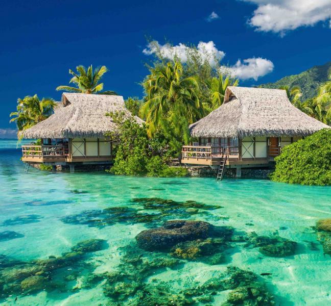 fiji_houses_on_the_water_in_the_ocean.jpg