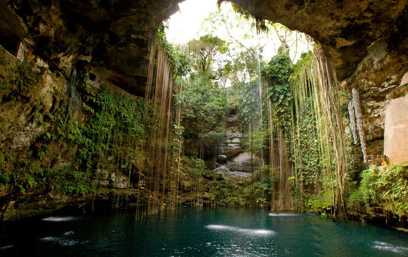 sacred-cenote-of-chichc3a9n-itzc3a1.jpg