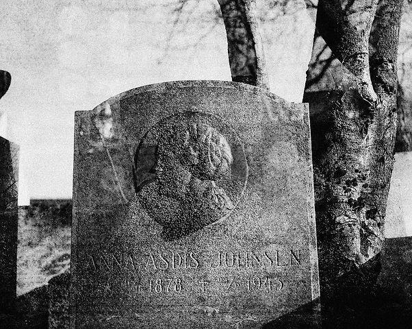 20-43-burial-reykjavik-06.jpg