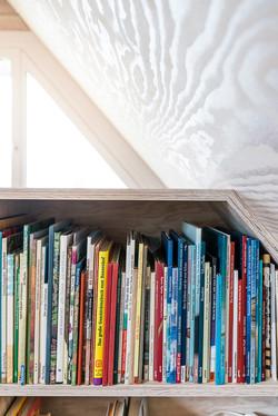 Bücherregal, Absturzsicherung