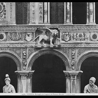 Detalle de la logia del Palacio Ducal