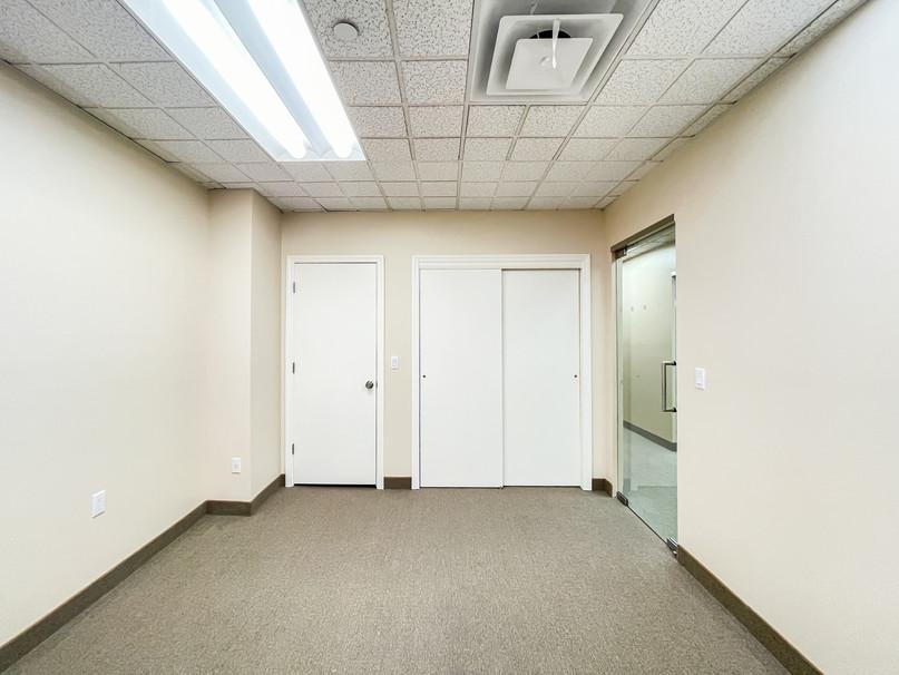 REALTY OFFICE-006.jpg