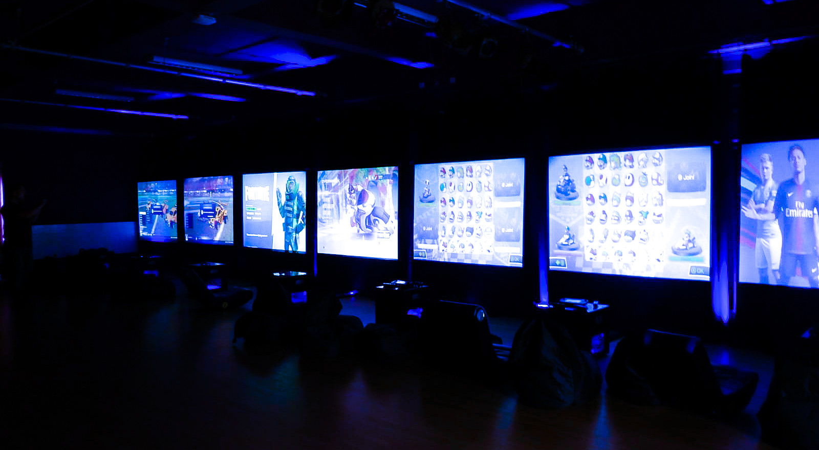UP TO 36 GAMERS PLAYINGSIMULTANEOUSLY