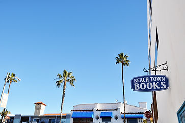 Beach Town Books sign looking toward Pizza Port on El Camino Real