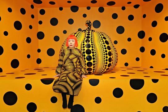 Yayoi-Kusama-Kusama-with-Pumpkin-2010.jp