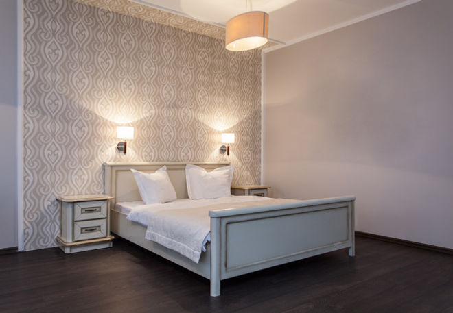 Wallpaper & interior decorating by NWB Painting & Decorating Services serving Godalming, Haslemere