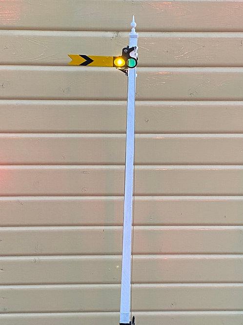 Upper quadrant distant signal inc post