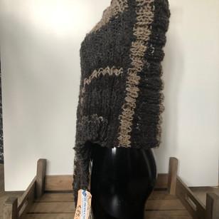 Grote sjaal in verschillende kleuren bruin.