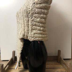 Grote ivoorkleurige sjaal.