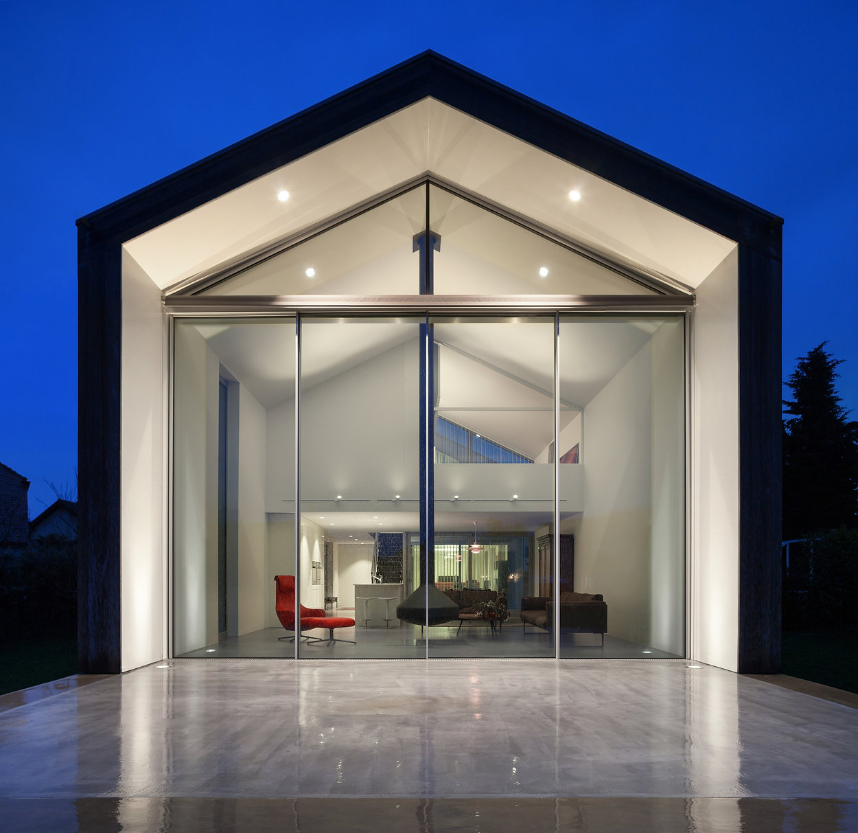beautiful modern house, night scene.jpg