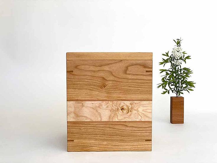 Urne en bois de cerisier et merisier.