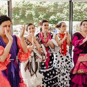 Coro Rociero de Lucerna cantando en una boda