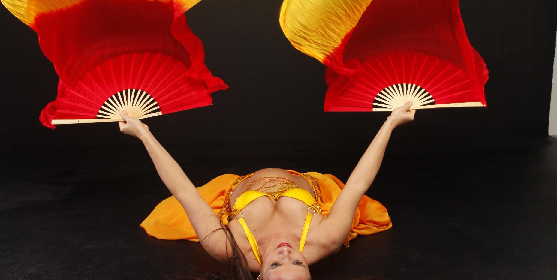 Dunya - Orientalischer Tanz am Boden mit Schleierfächer