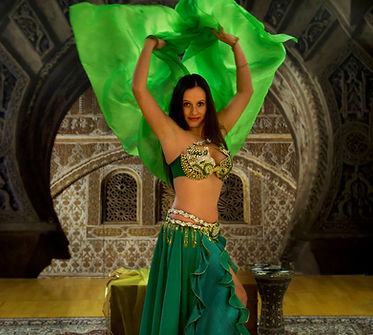 Dunya - orientalische Tänzerin mit grünem Schleier