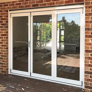 White_Aluminium_BiFold_Door.JPG