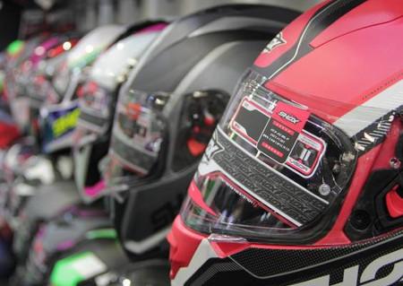 3 requisitos que debes cumplir para evitar sanciones por el uso del casco para los motociclistas.