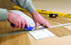 Cutting_Vynil_flooring.jpg