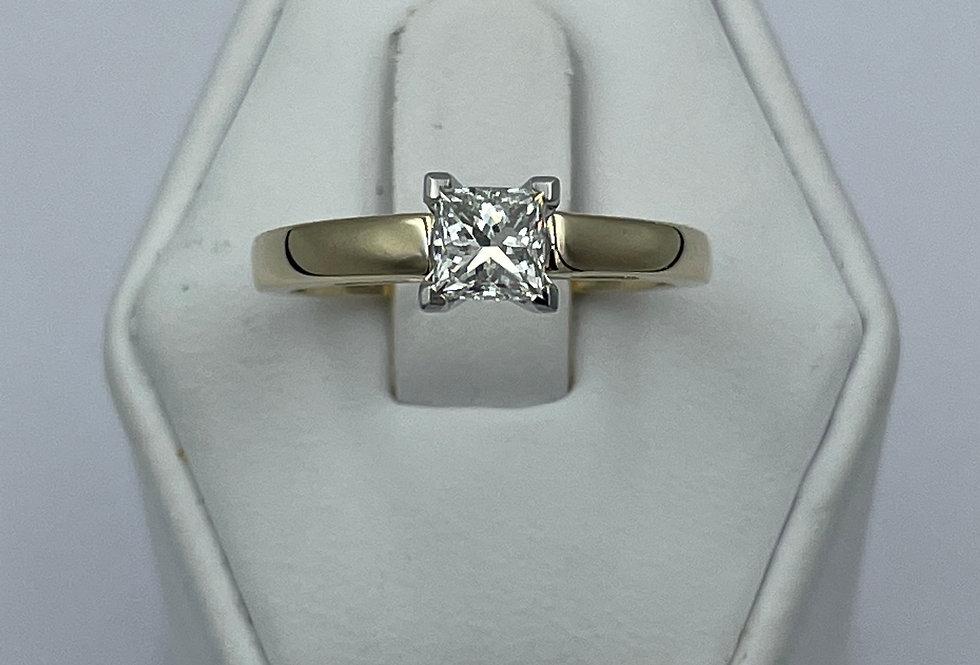 Princess Cut / 0.63ct /I / VVS1 / 14k YG Engagement Ring
