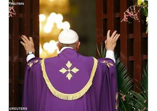 Papa abre Porta Santa na África