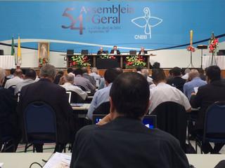 Bispos dos Brasil reunidos em Assembleia