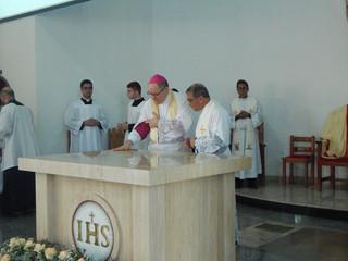 Dom Adair preside dedicação da Igreja Catedral