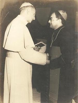 Dom Juvenal Roriz com o Papa Paulo VI em
