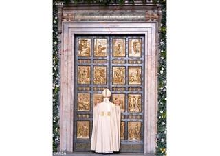 Francisco abre a Porta Santa na Basílica de São Pedro