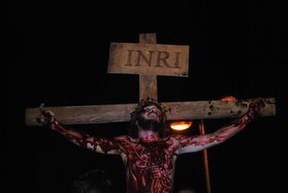 Tradição e emoção: grupo de teatro encena A Paixão de Cristo