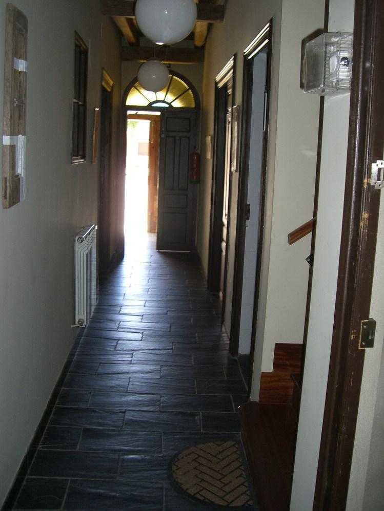 vista pasillo desde el salón a puerta entrada