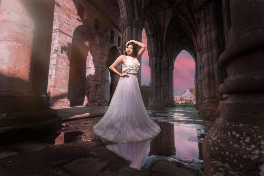 Melina moda en las ruinas goticas.jpg