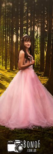 Lucia en el bosque contrasol sombras ves
