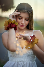 Juany scrunchies con efecto luces.jpg