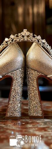 Detalle_zapatos_y_tiara_corona_15_años.j