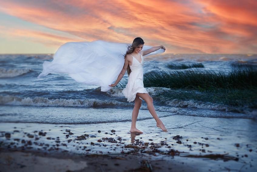JUany playa rio con cielo atardecer.jpg