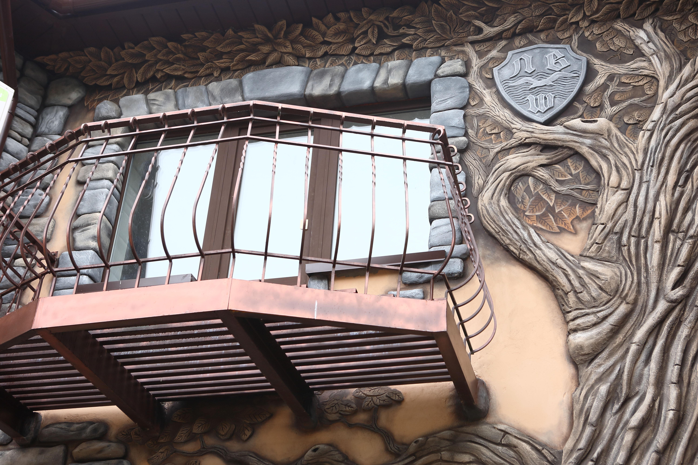 Фасад в барельефе