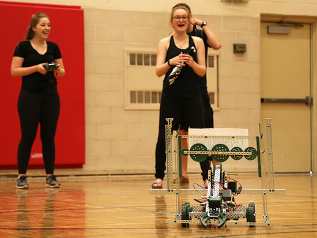 CHSS students take a crack at robotics